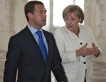 Президент России Дмитрий Медведев и канцлер ФРГ Ангела Меркель. Фото из архива РИА Новости