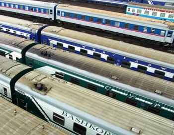 Поезда дальнего следования на запасных путях. Фото РИА Новости