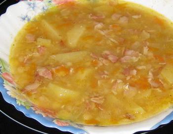 Горохово-луковый суп. Фото с сайта lisastik.livejournal.com
