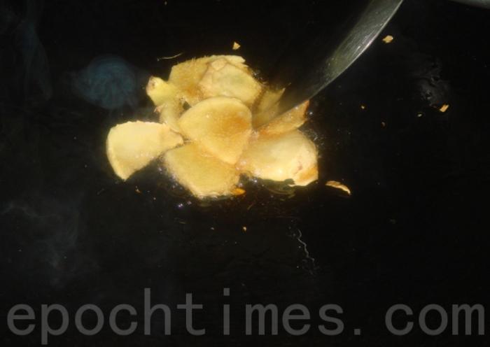 Китайская кухня: курица на кунжутном масле с рисом. Фото: Сюся Линь/Великая Эпоха (The Epoch Times)