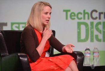 Марисса Майер занимает пост CEO гиганта Yahoo 15 месяцев: акции подорожали вдвое; трафик возрос, но пока не ясно как его монетизировать; ну а федералы донимают запросами. Фото: theverge.com