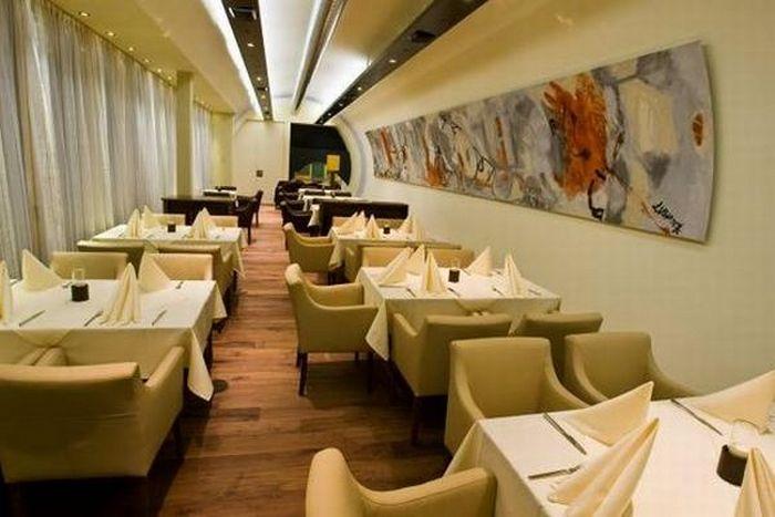 Ресторан внутри постройки. Фото с сайта blogga.ru