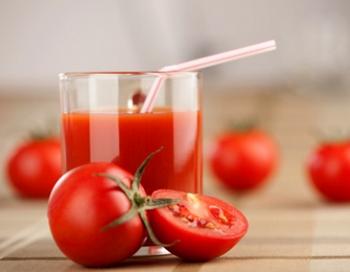 Томатный сок не теряет своих вкусовых качеств на высоте. Фото с сайта ekrasota.com
