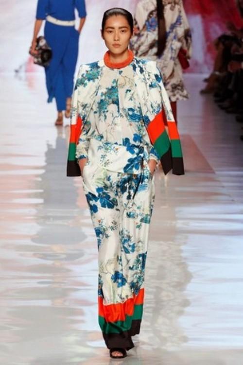 Синий цвет чудесно сочетается с белым, жёлтым, оранжевым, светло-розовым, лиловым, бежевым, зелёным. Фото с сайта refashion.ru
