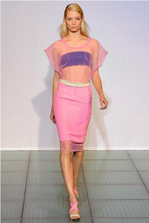 Весьма эффектно смотрятся новые модели одежды, созданные в розовом цвете.Фото: Алиса БОН. Великая Эпоха (The Epoch Times)