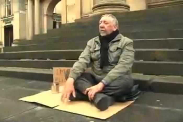 Cлепой человек. Фото: Blind man video