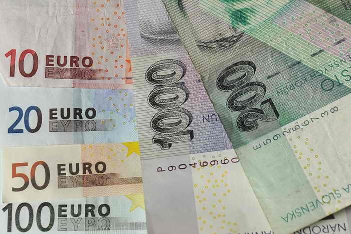 Каждый швейцарец должен получать ежемесячно 2000 евро. Фото: SAMUEL KUBANI/AFP/Getty Images