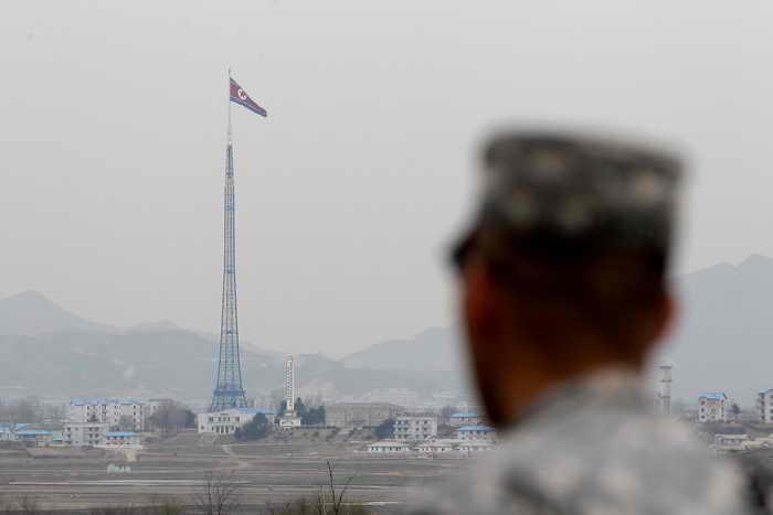 Южнокорейские СМИ поместили информацию о том, что в КНДР работает новый завод по производству ядерного топлива. Фото: Chung Sung-Jun/Getty Images