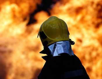 При тушении пожара в Москве погибли двое пожарных. Фото: PAUL ELLIS/AFP/Getty Images