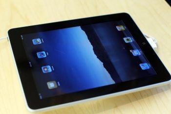 Фаворит новогодних подарков - iPad от Apple - универсальное устройство со множеством приложений, доступных всего одним касанием. Фото: Spencer Platt/Getty Images