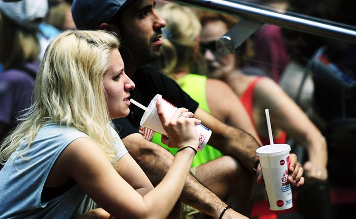 Ежедневное употребление сладкой газировки, содержащей аспартам, может стать причиной лейкоза, а также множественной миеломы и неходжкинской лимфомы. Фото: EMMANUEL DUNAND/ AFP/Getty Images