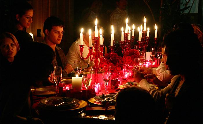 Как развлечь дома гостей на новый год. Фото: Alberto E. Rodriguez/Getty Images