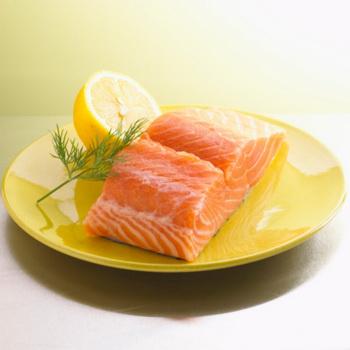 Жирные сорта рыбы особенно эффективны для сохранения здоровья мозга. Фото: Brian Hagiwara/Getty Images