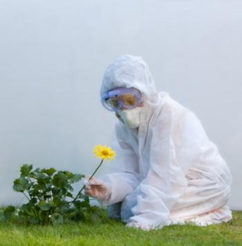 Ученые не рекомендуют держать детей в «защитном пузыре», полностью оградив от внешней среды, так как это мешает их здоровому развитию. Фото: Tim Platt/Getty Images