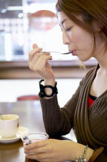 Когда вы едите, наслаждайтесь этим процессом. Фото: Photos.com