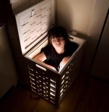 Магнитные бури. Бессмысленно прятаться за железной дверью, накрываться с головой одеялом и «заземляться» металлическими браслетами. Фото: Luke Stettner/Getty Images