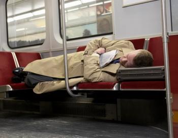 Как показали широкомасштабные исследования, оптимальной продолжительностью сна для человека оказался интервал от шести до восьми часов. Фото: Darrin Klimek/Getty Images