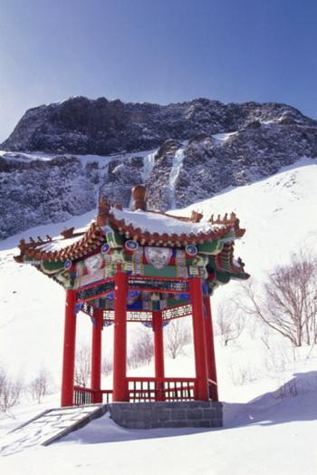 Тот, кто внимателен к своему здоровью в суровые зимние дни, не будет тревожиться о нем в течение года. Фото: China Tourism Press/Getty Images
