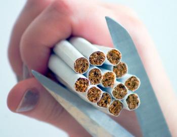 В сигаретном дыме насчитывается около 4000 химических веществ помимо никотина. Фото: Fotosearch/Getty Images