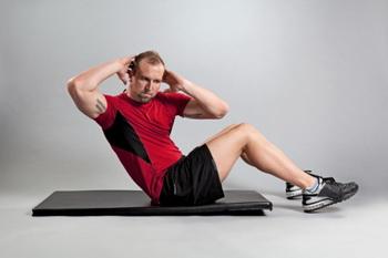 Тренируем пресс: упражнение 1. Фото:  Dkal Inc./Getty Images