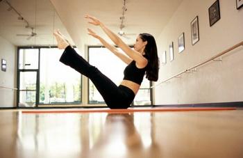 Тренируем пресс: упражнение 4.  Фото: Adam Brown/Getty Images