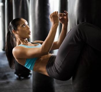 Тренируем пресс: упражнение 5.  Фото: Jupiterimages /Getty Images
