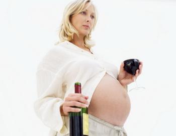 Недавние исследования доказали, что употребление алкоголя во время беременности в числе прочего повышает риск развития рака крови у младенцев. Фото: Stockbyte/Getty Images