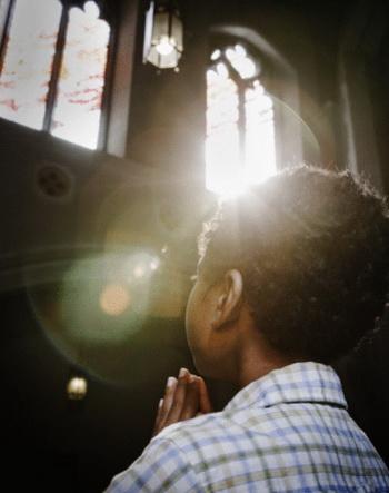 Молитвы на самом деле могут исцелять больных, как стало известно в ходе международного исследования. Фото: Paul Burns/Getty Images