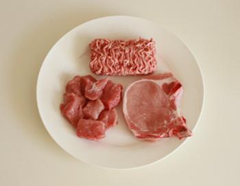 Мясо оказалось одним из наиболее безопасных продуктов для еды даже через 10 секунд. Это объясняется тем, что на продуктах с высоким содержанием соли бактерии выживают хуже всего. Фото: Sean Gallup/Getty Images