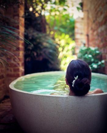 Целебная сила ванн поможет избавиться от многих недугов. Фото: Angela Lumsden/Getty Images