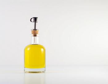 Вторичное использование растительного масла вредно для здоровья. Фото: Maria Kallin/Getty Images