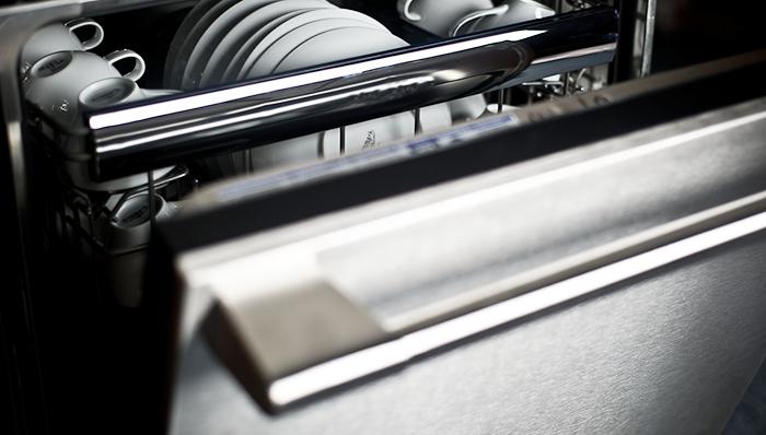 Резиновые уплотнения дверей в посудомоечной машине являются прекрасной средой для размножения грибков. Фото: emercedesbenz.com