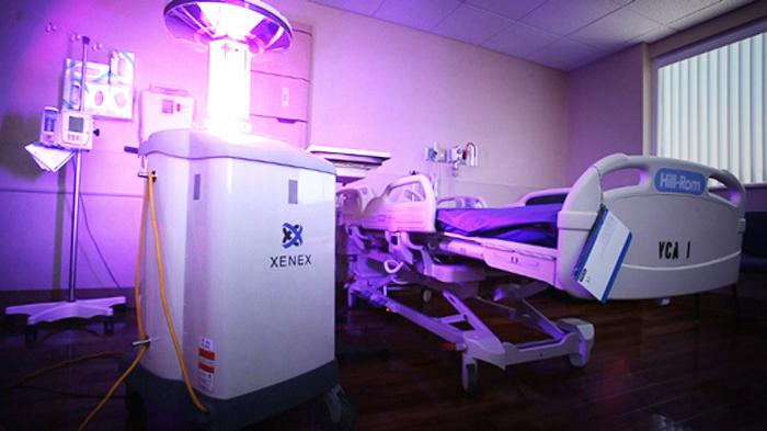В связи с возрастающей ролью супребактерий в больницах США планируют ввести патрулирование роботов, которые будут бороться с ними с помощью ультрафиолетовых лучей, перекиси водорода и ряда других альтернативных средств. Фото: Xenex