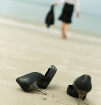 Именно ногам приходится расплачиваться за красоту: в обуви на высоких каблуках и с острыми носами мы опираемся не на всю стопу, а лишь на головки плюсневых костей