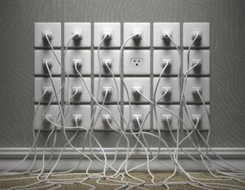 Чужеродное интенсивное электромагнитное поле вносит хаос в межклеточное взаимодействие и приводит к различным проблемам. Фото: Kutay Tanir/Getty Images