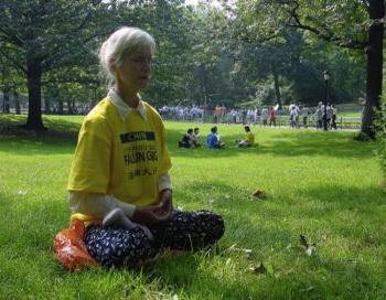 Если Вы сможете посмотреть на появление рака с точки зрения духовности, где причина и следствие определены добром и злом, то можно увидеть первопричины возникновения ракового заболевания. Фото: ClearWisdom.org