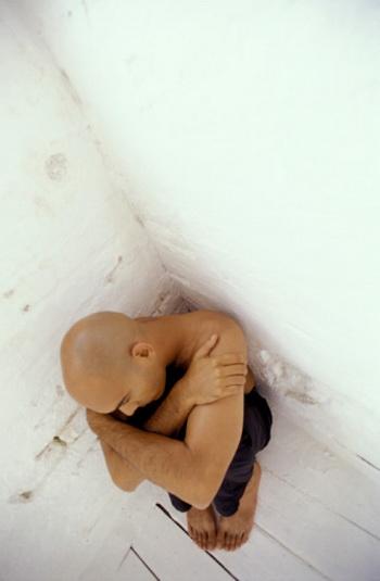 Люди, продолжительно находящиеся в состоянии печали и безысходности, сильно вредят своему сердцу. Фото: ELIE BERNAGER/Getty Images