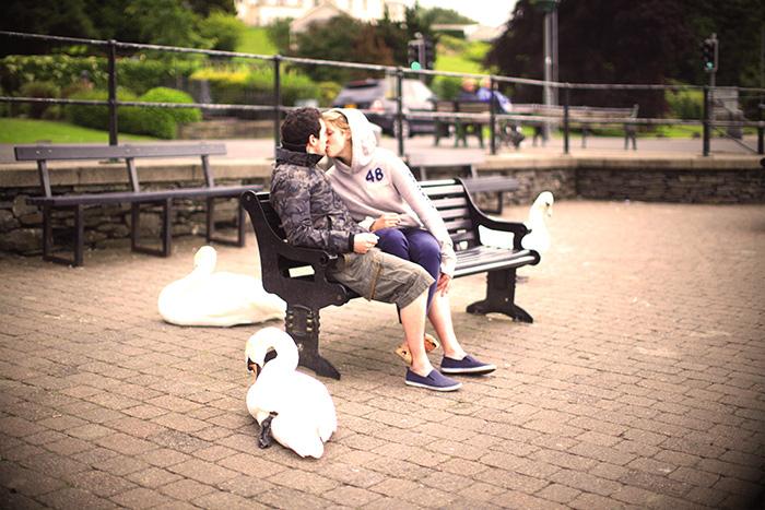 Одного поцелуя, объятия или даже просто влюблённого взгляда может быть достаточно для выработки «гормона любви» окситоцина. Фото: Christopher Furlong/GettyImages