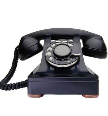 Задумайтесь о постановке проводного стационарного телефона, который был у вас лет десять назад. Фото: Ryan McVay/Getty Images