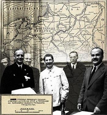 Молотов, Риббентроп, Сталин и другие. Фото с сайта www.kurier.lt