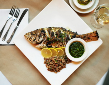 Рыба и растительное масло помогают сохранить память и абстрактное мышление. Фото: Thomas Barwick/Getty Images