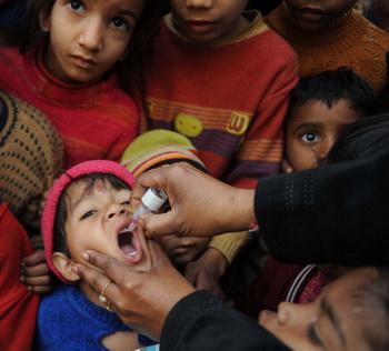 Похоже, что кампания вакцинации от полиомиелита слишком дорого стоила Индии и индийскому народу. Фото: NARINDER NANU/AFP/Getty Images