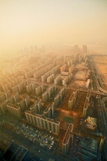 Как считает токсиколог, угарный газ представляется для москвичей менее опасным, чем продукты горения и частицы. Фото: Chad Ehlers/Getty Images