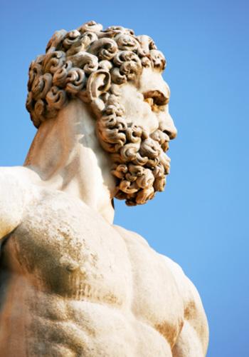 Статуя Геракла: сильные, тренированные мужчины и болеют раком реже. Фото: The Image Bank/Getty Images