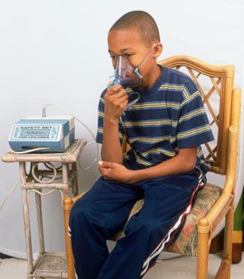 Небулайзер – незаменимый аппарат при болезнях органов дыхания, полезный для всей семьи. Фото: Gary Ombler/Getty Images