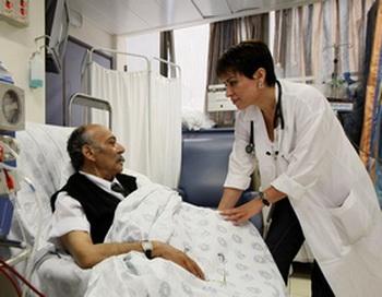 Исследования в области взаимоотношений между медперсоналом и пациентом обнаружили, что качество лечения, которое получает пациент, прибывший в больницу, напрямую зависит от того, как он был оценен медицинским персоналом. Фото: JACK GUEZ/gettyimages