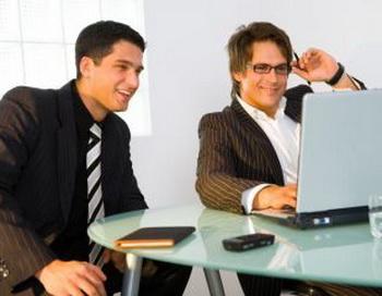 Ноутбуки, особенно при зарядке, являются источником «электромагнитного смога». Фото: Photos.com