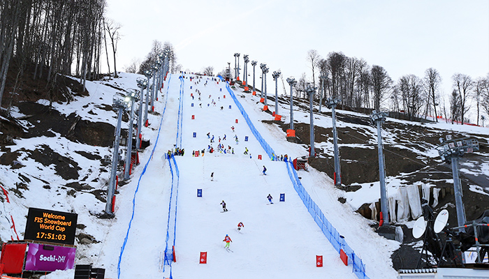 Спортсмены тестируют склон на Роза Хуторе. Фото: Richard Heathcote/Getty Images