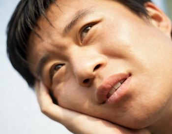 Китайская медицина применяет лекарство согласно признакам, основанным на принципах Инь и Ян и Пяти Первоэлементах. Вот причина - почему, нажимая немного на определенные точки, я был в состоянии вылечить зубную боль парикмахера.