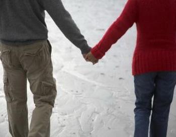 Прежде, чем вступать в интимную связь, нужно предупредить партнера, если у вас есть герпес. Фото: Photos.com